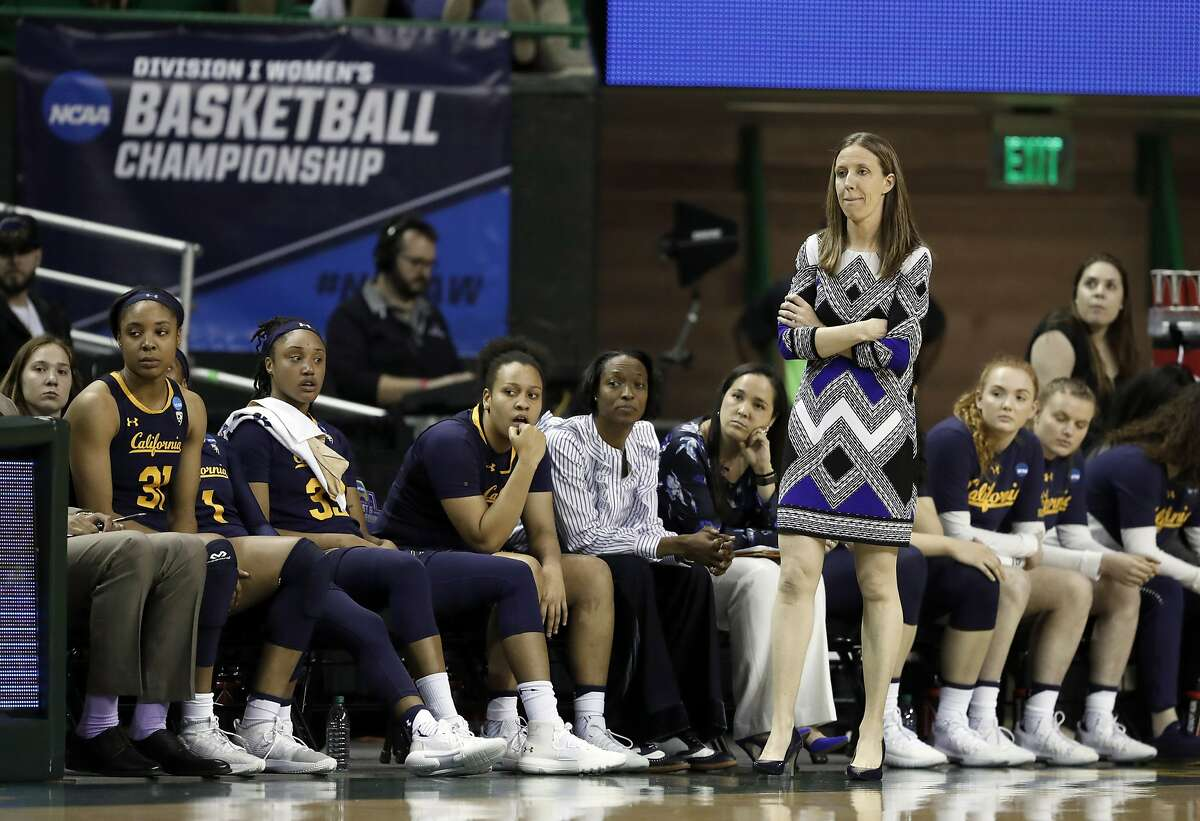 California head coach Lindsay Gottlieb and the bench watch the final minutes of their second-round game against Baylor in the NCAA women's college basketball tournament in Waco, Texas, Monday, March 25, 2019. (AP Photo/Tony Gutierrez)