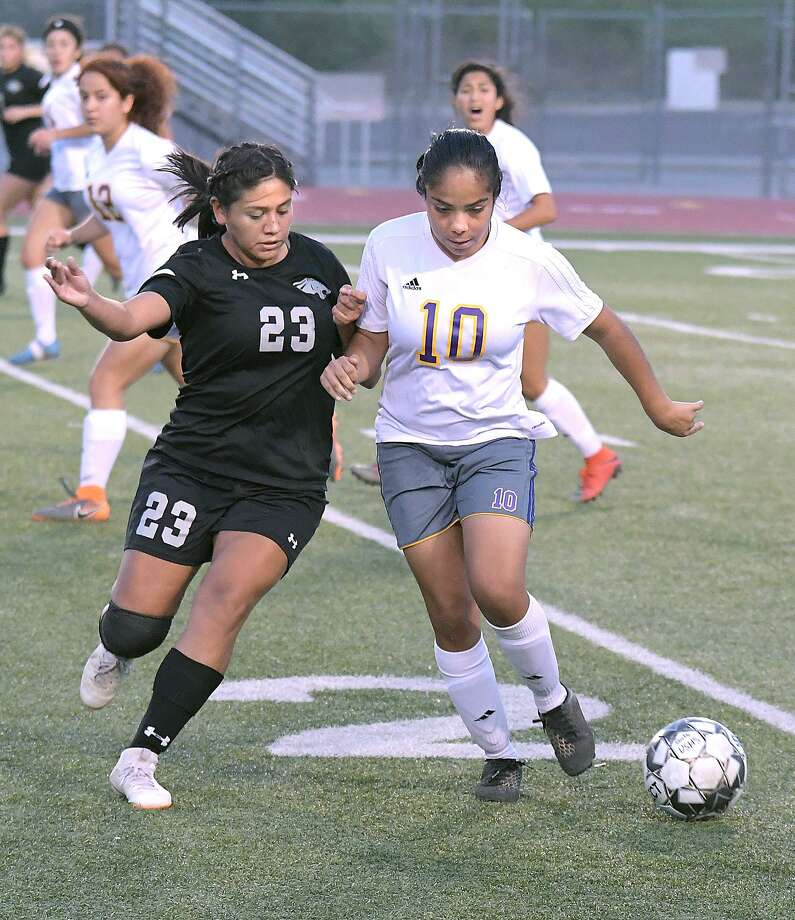 Lizbeth Ibarra and LBJ tied 1-1 with Ashley Lopez and United South Monday at the SAC. The draw clinched the final playoff spot in District 29-6A for the Lady Wolves. Photo: Cuate Santos / Laredo Morning Times / Laredo Morning Times