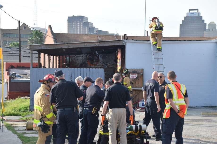 A San Antonio firefighter fell through a roof while extinguishing a blaze at the Essence bar off North Main on March 26, 2019. Photo: Caleb Downs