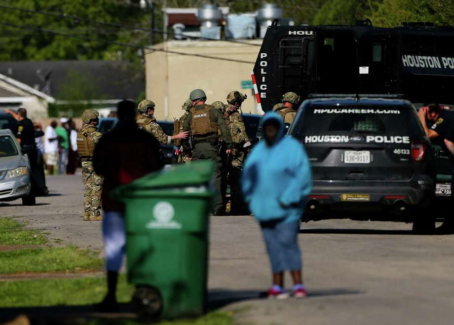 Houston Police SWAT officers respond to the scene of a standoff on the 4000 block of Grassmere Street Tuesday, March 26, 2019, in Houston. A man is holding hostage multiple people, including a one-year-old child, according to police. Photo: Godofredo A. Vasquez, Staff Photographer / 2018 Houston Chronicle