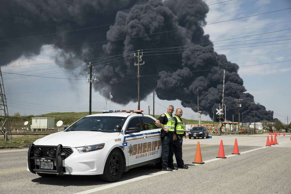Harris County Sheriff officers control traffic near a fire at the Intercontinental Terminals Co (ITC) petrochemical storage site in City, Texas, U.S., on March 19, 2019. Photographer: Scott Dalton/Bloomberg