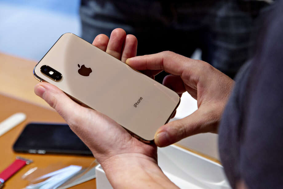 Apple doesn't need to make all iPhones for U.S. in China. Photo: Bloomberg Photo By Daniel Acker / Bloomberg