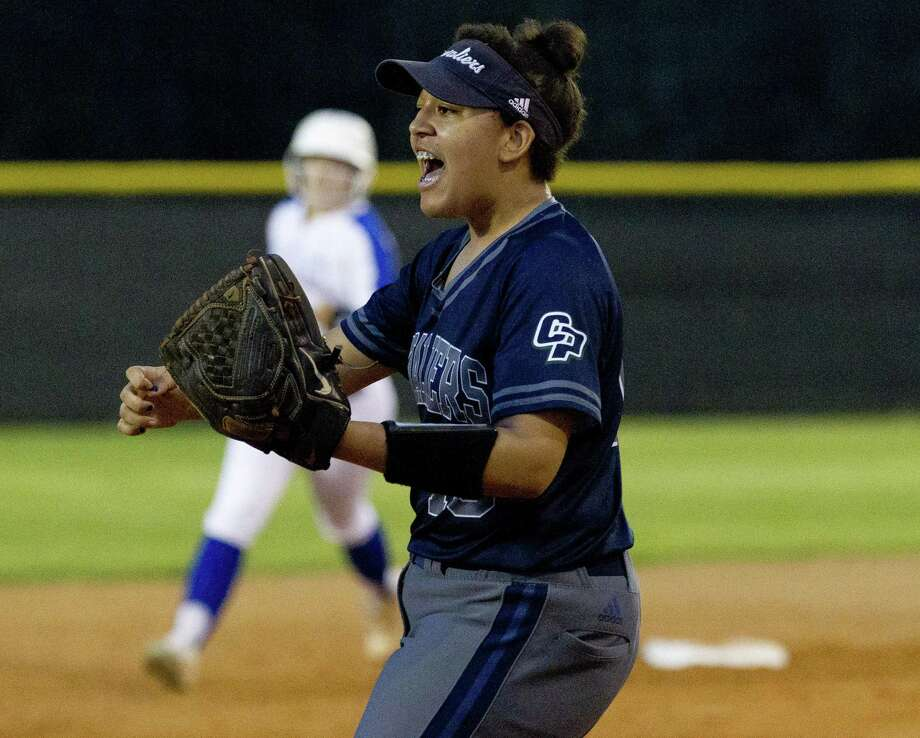 College Park third baseman Jenny Battiste (10), shown earlier this month against Oak Ridge, homered and drove in three runs in Tuesday's win over Conroe. Photo: Jason Fochtman, Houston Chronicle / Staff Photographer / © 2019 Houston Chronicle