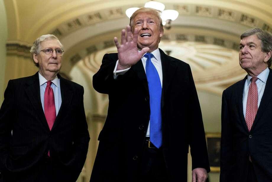 El presidente Donald Trump junto a los senadores Mitch McConnell y Roy Blunt, el martes 26 de marzo de 2019. Photo: Melina Mara /The Washington Post / The Washington Post