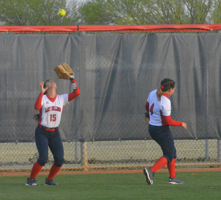 Plainview Lady Bulldogs centerfielder Aaleah Rodriguez gets in position to catch a fly ball during a District 3-5A game against the Lubbock Coronado Lady Mustangs on Tuesday in Plainview. Photo: Alexis Cubit/Plainview Herald