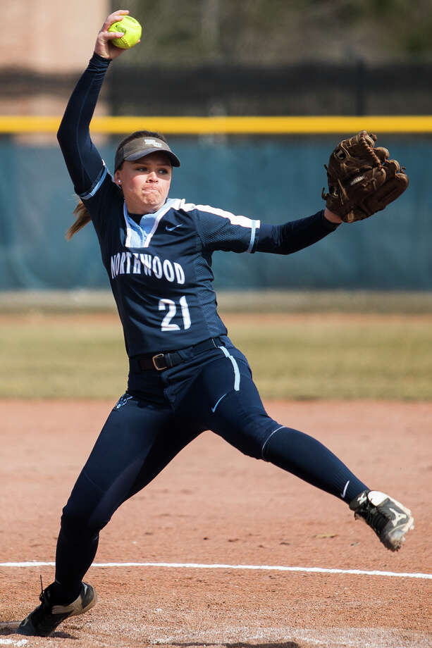 Northwood's Shayna Frank pitches the ball during a game against Purdue Northwest on Wednesday, March 17, 2019 at Northwood University. (Katy Kildee/kkildee@mdn.net) Photo: (Katy Kildee/kkildee@mdn.net)