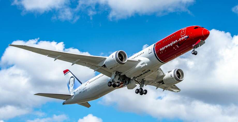 Norwegian Air is making more cutbacks at Oakland International Airport, where it once served 7 European cities with nonstop Dreamliner flights. Photo: Norwegian Air