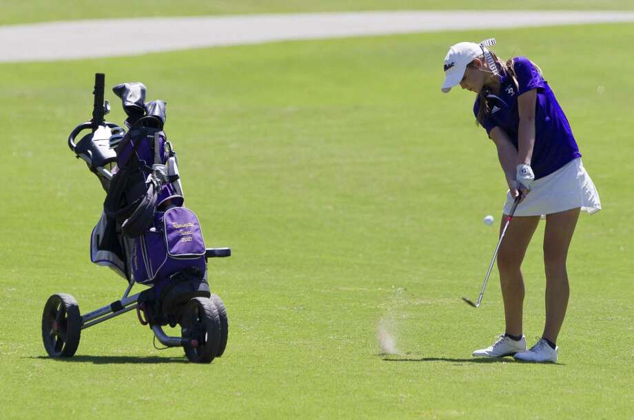 Remington Isaac of Montgomery hits toward the 18th green during the final round of the District 20-5A girls golf tournament at Lake Windcrest Golf Club, Wednesday, March 27, 2019, in Magnolia. Photo: Jason Fochtman, Houston Chronicle / Staff Photographer / © 2019 Houston Chronicle