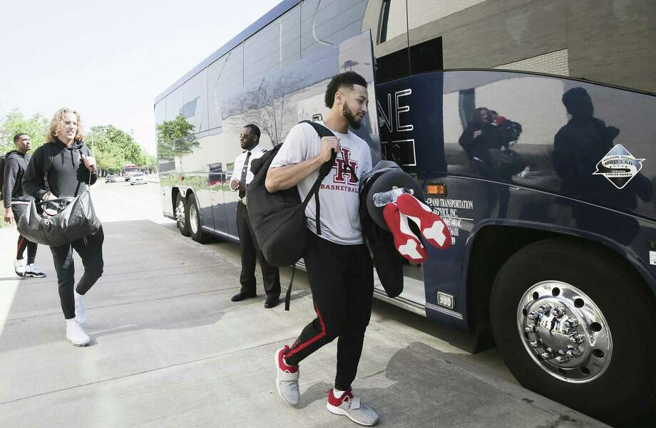 Houston Cougars guard Galen Robinson Jr. , from right, gets onto the team bus along with teammates Landon Goesling and Fabian White Jr. as they get ready to head to Kansas City for the Sweet 16 on Wednesday, March 27, 2019. Photo: Elizabeth Conley, Houston Chronicle / Staff Photographer / © 2018 Houston Chronicle