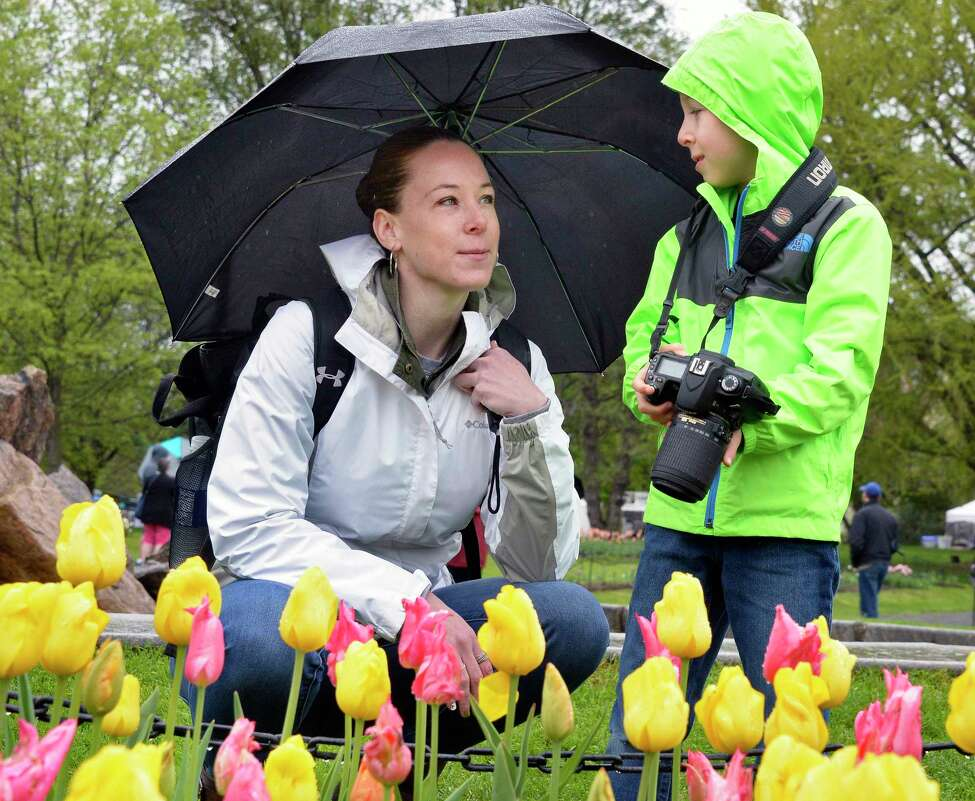 It's a weekend to celebrate moms and Albany's Dutch heritage. Keep clicking for 25 things to do this weekend.