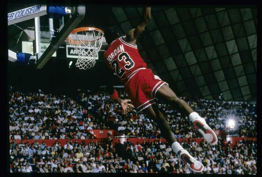 3. Michael Jordan, Bulls (1986-87) 3,041 points