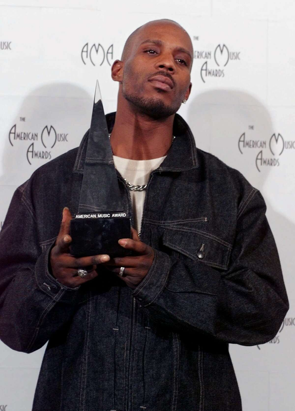 DMX poses with his award for favorite rap/hip hop artist at the American Music Awards, Monday night, Jan. 17, 2000, in Los Angeles. (AP Photo/Michael Caulfield)