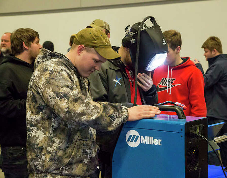 Students interact with a welding simulator during Lewis and Clark Community College's most recent Discover Day open house event, held Feb. 18, 2019 in The Commons. The next Discover Day will take place Oct. 14, 2019. Photo: Jan Dona, L&C Media Services