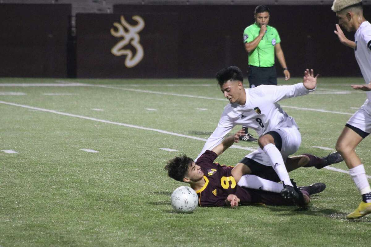Memorial's Javan Lopez and Deer Park's Willy Lopez (9) get tangled up in going for the ball during first-half action Thursday night.