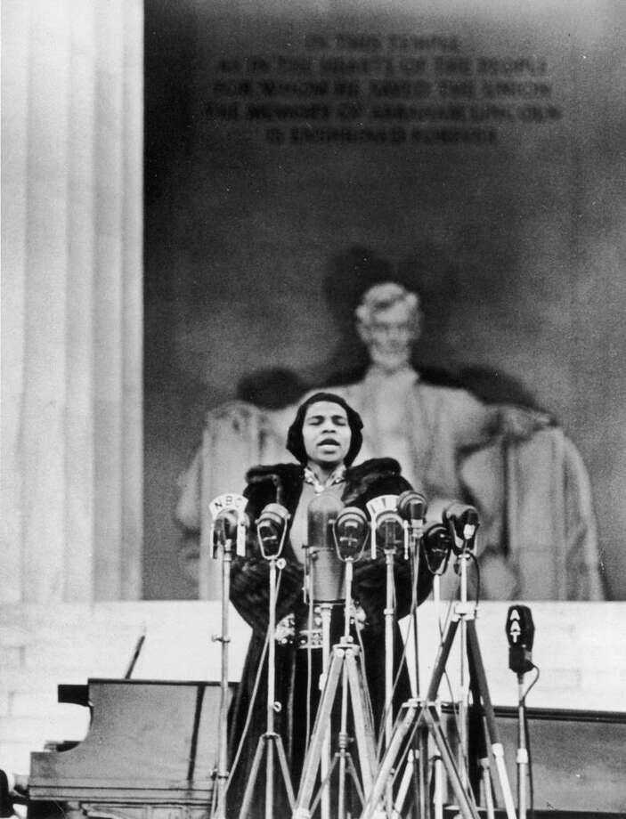 Marian Anderson sings in front of the Lincoln Memorial. Photo: NHSO / Contributed Photo