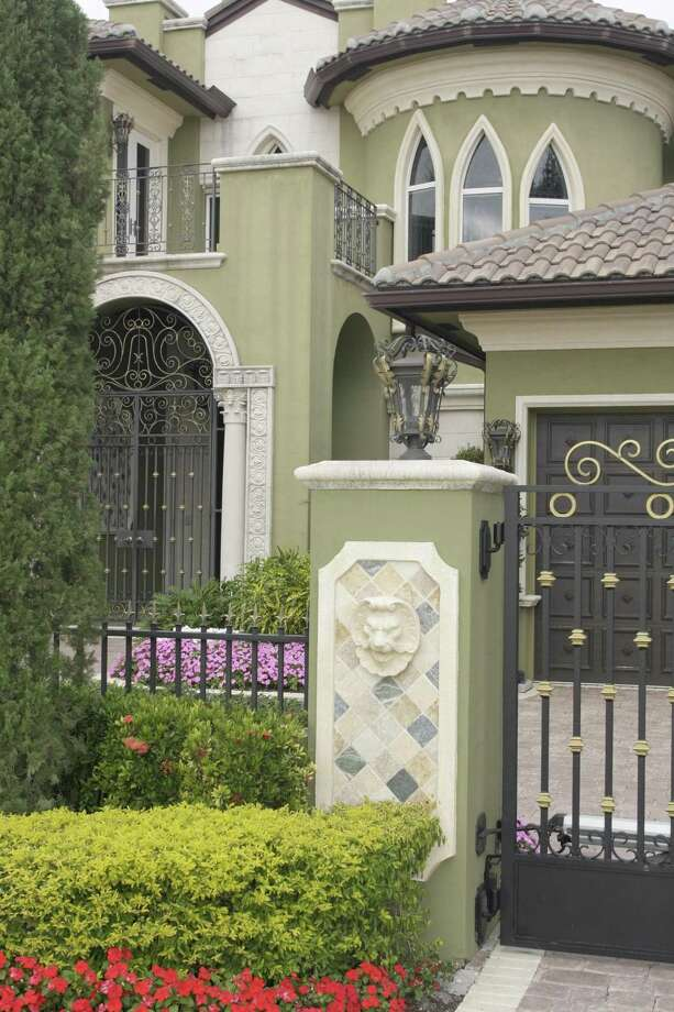 McMansions are defined by a mishmash of architectural features. Photo: Jeff Greenberg / UIG Via Getty Images / ©JeffreyGreenberg@aol.com