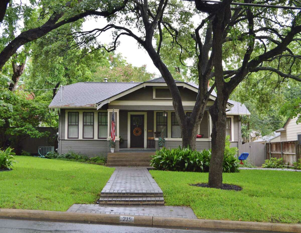 215 Albany St. in Alamo Heights