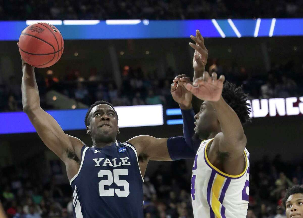 Yale 's Miye Oni (25) drives to the basket against the LSU's Emmitt Williams during the second half of a first round men's college basketball game in the NCAA Tournament, in Jacksonville, Fla. Thursday, March 21, 2019.