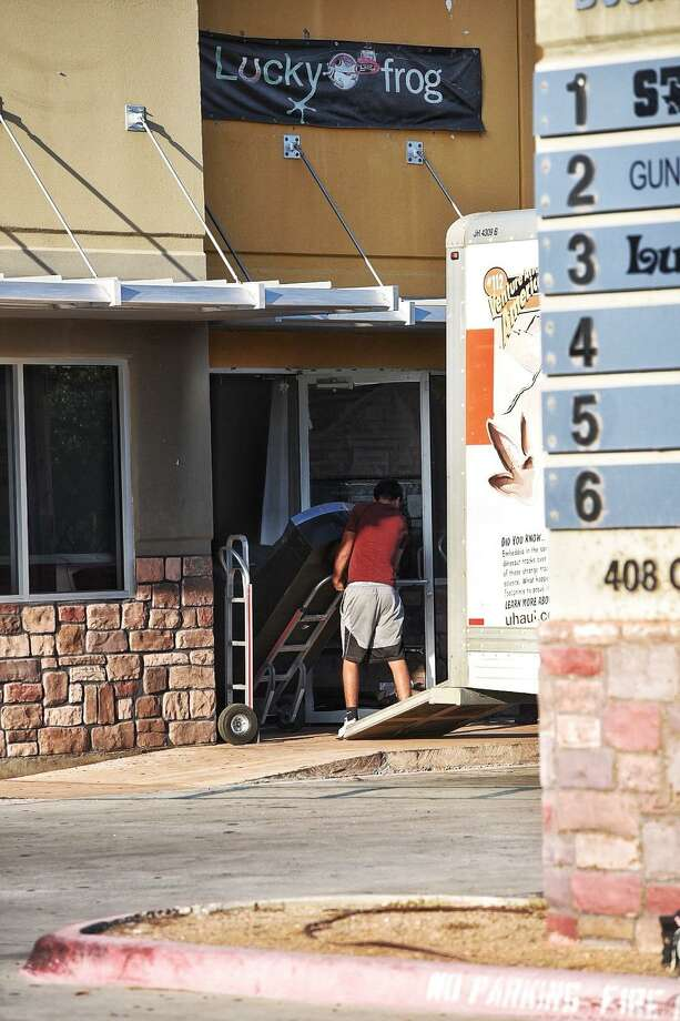 A machine is removed from a maquinita at 6408 Crescent Loop on Friday following a raid. Photo: Danny Zaragoza /Laredo Morning Times