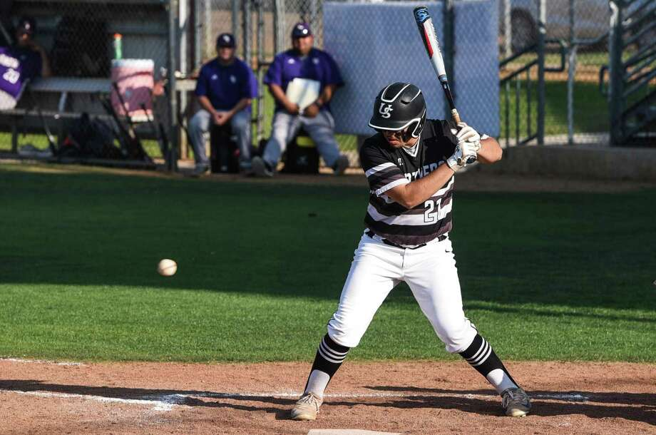 Erik Ruiz and United South beat rival LBJ 9-1 Friday at the SAC to complete an undefeated first round in District 29-6A. Photo: Danny Zaragoza /Laredo Morning Times