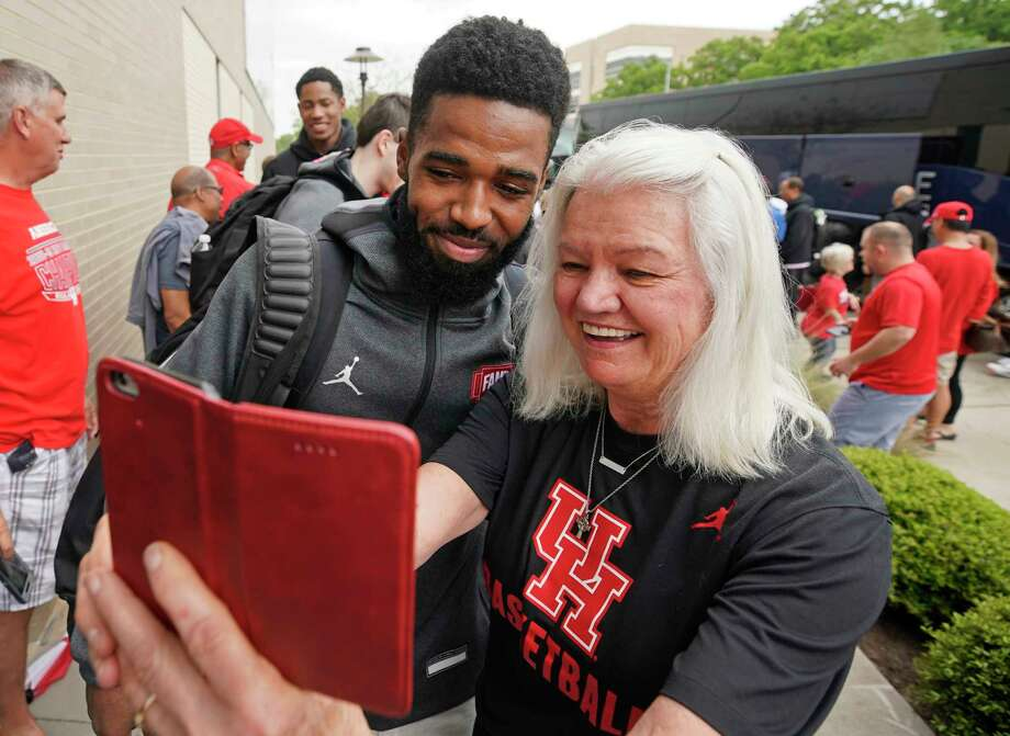 Player Cory Davis poses with Tricia Lotz as fans greet the University of Houston men's basketball team as they return to the campus Saturday, March 30, 2019, in Houston. The team lost 62-58 to Kentucky in the NCAA Midwest Regional in Kansas City on Friday. Photo: Melissa Phillip, Staff Photographer / © 2019 Houston Chronicle