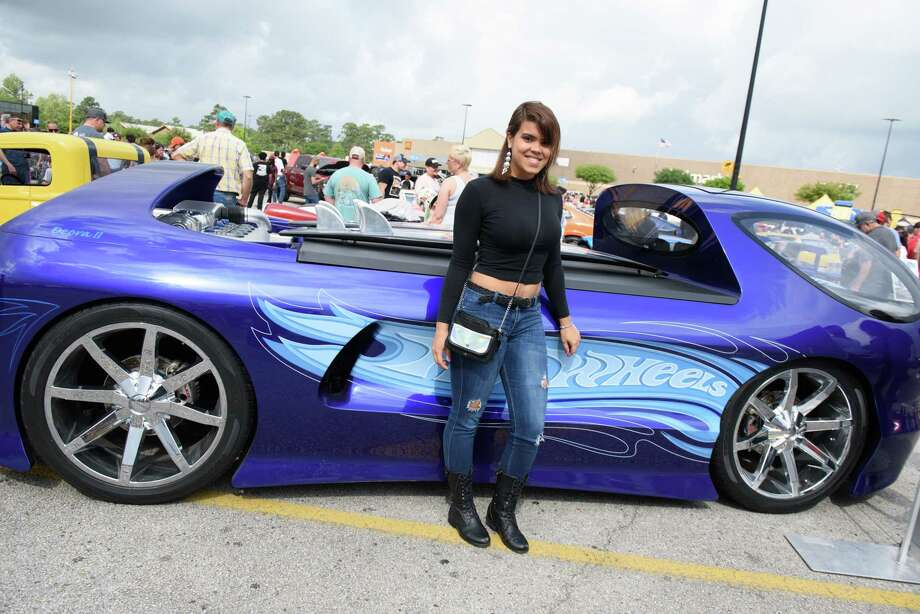 Houston fans, eye-catching cars rev up at Epic Hot Wheels Legends Tour