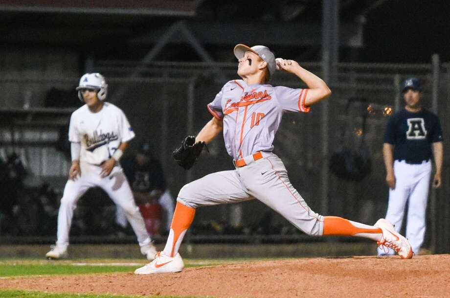 Oscar Cuello and United face Los Fresnos in a one-game series at 7 p.m. Friday at PSJA Baseball Stadium while Alexander opens its series in Roma against Edinburg North. Photo: Danny Zaragoza /Laredo Morning Times File