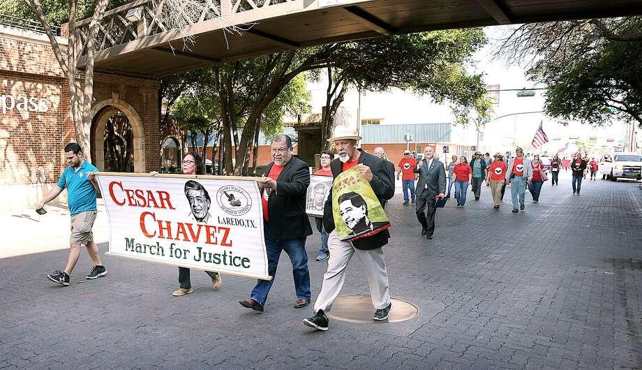 Los manifestantes en la 16a Marcha Anual por la Justicia organizada por César Chávez Memorial Alliance del sur de Texas avanzan a lo largo de la Avenida San Bernardo, el sábado 30 de marzo de 2019. Photo: Cuate Santos /Laredo Morning Times / Laredo Morning Times