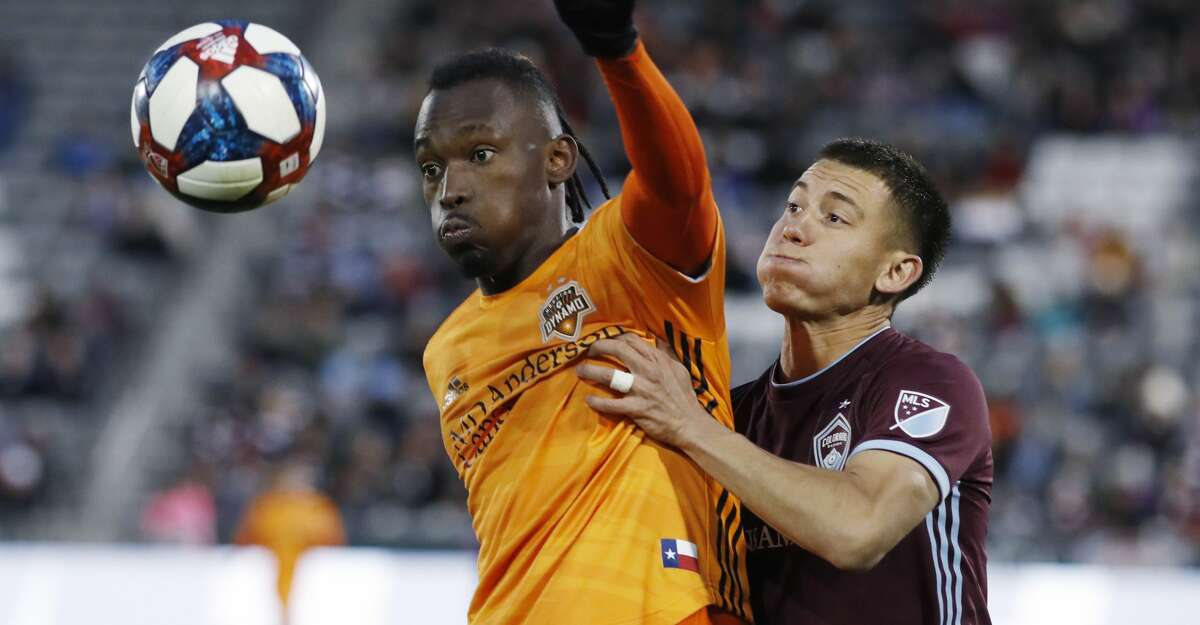 Houston Dynamo forward Alberth Elis, left, fights for control of the ball with Colorado Rapids midfielder Dillon Serna, right, in the first half of a MLS soccer match Saturday, March 30, 2019, in Commerce City, Colo. (AP Photo/David Zalubowski)