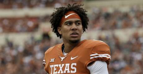 AUSTIN, TX - SEPTEMBER 22:  Casey Thompson #8 of the Texas Longhorns looks toward the scoreboard in the second half against the TCU Horned Frogs at Darrell K Royal-Texas Memorial Stadium on September 22, 2018 in Austin, Texas.  (Photo by Tim Warner/Getty Images)