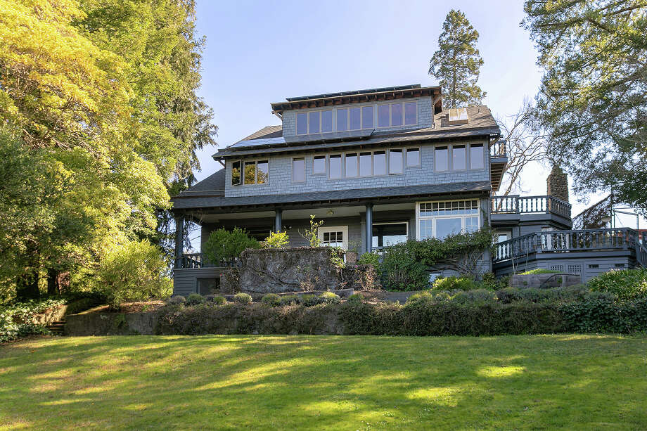 With a blend of original and totally unique modern features and stellar views, this Berkeley home asks $3.9M Photo: Liz Rusby/Grubb Co.