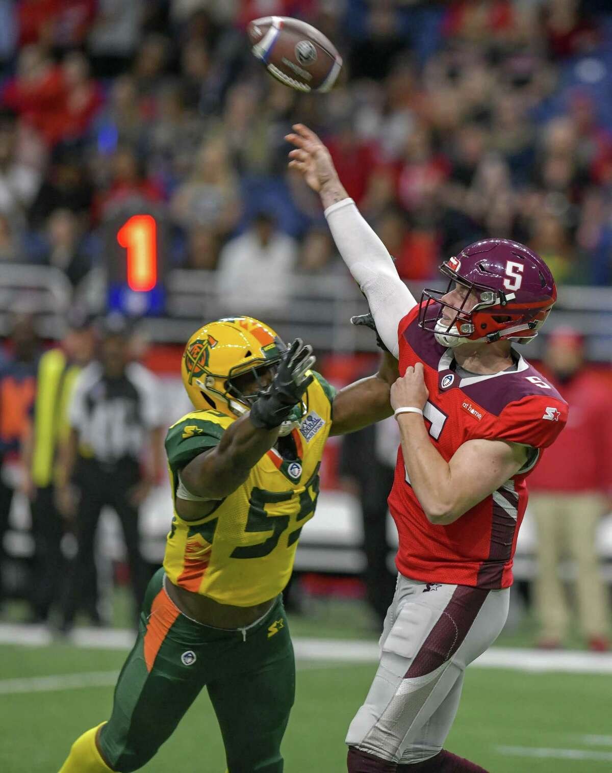 San Antonio Commander's quarterback Logan Woodside (5)is pressured by Steven Johnson (59) during the AAF game against Arizona Hotshots on March 31, 2019 at the Alamodome.