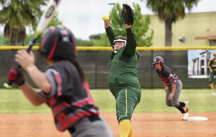 Anna MacFarlane and Laredo College split their doubleheader against Lamar State College-Port Arthur on Friday. The Palominos are now 13-15 overall and 3-7 in Region XIV play. Photo: Danny Zaragoza /Laredo Morning Times File / Laredo Morning Times