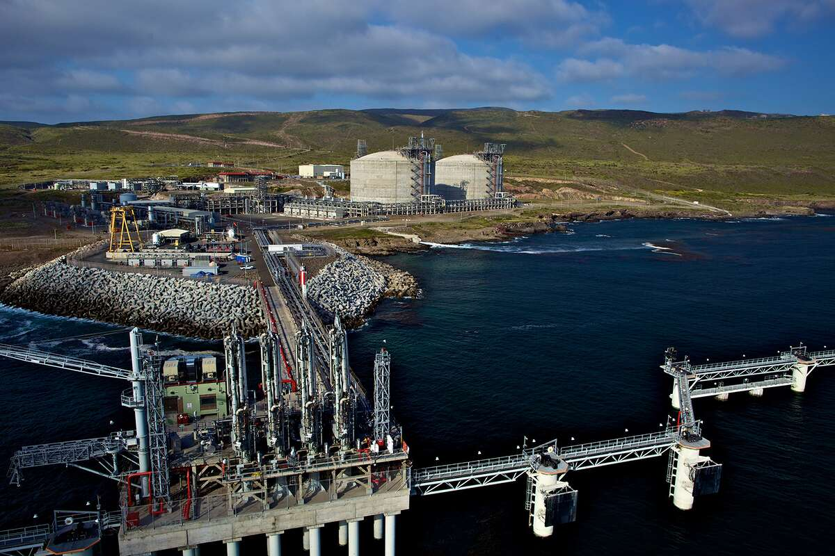 San Diego utility company Sempra Energy has passed two regulatory hurdles t0 developed a liquefied natural gas export project in Baja California, Mexico.