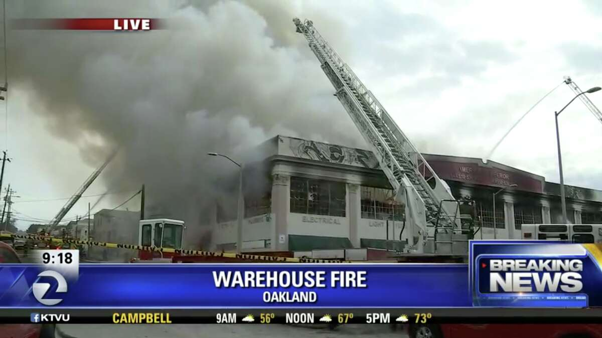A fire broke out in Oakland Monday morning, pumping out a towering column of black smoke viewable from roadways and BART stations in the area.