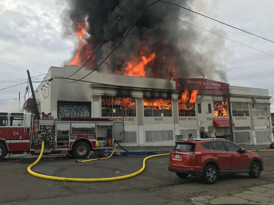A three-alarm fire at East 12th Street @ 19th Ave reached a 3rd alarm. Photo: @Oaklandfirelive