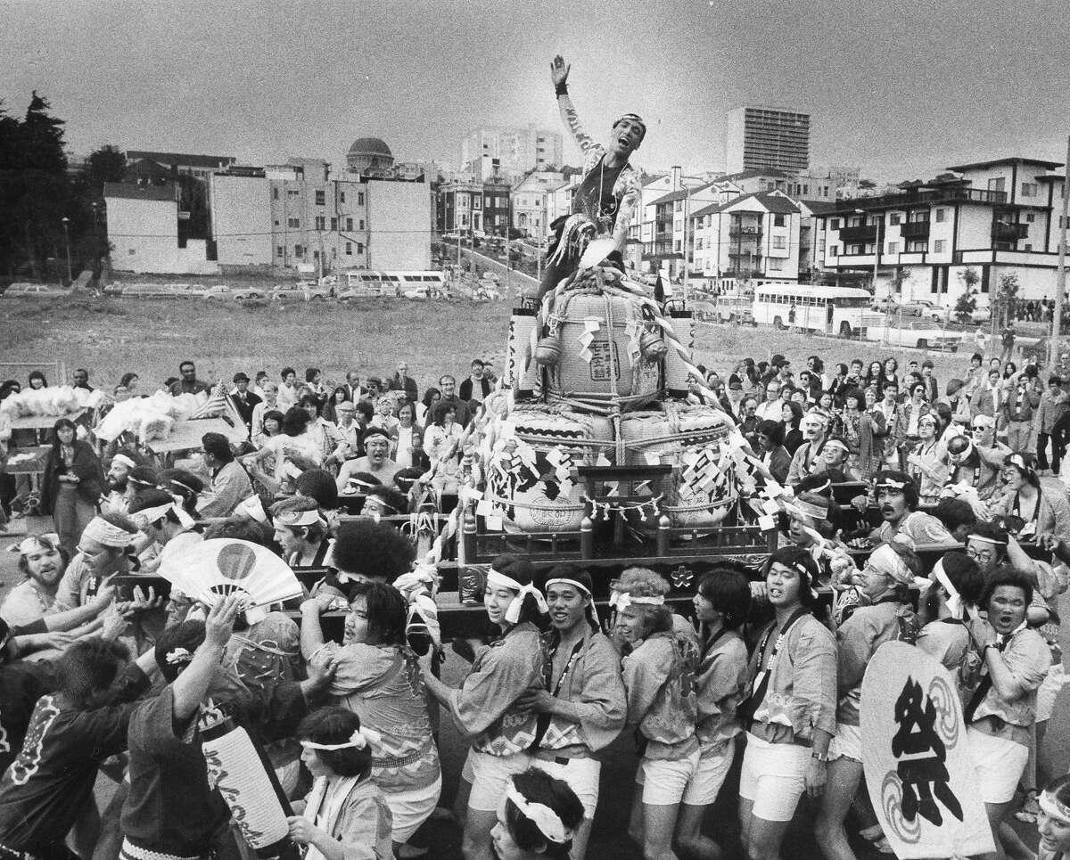 Parade members pull a Sake barrel Shrine (Taru Mikoshi) towards Japantown at the Cherry Blossom Festival parade, April 24, 1977 Photo ran 04/25/1977 p.3