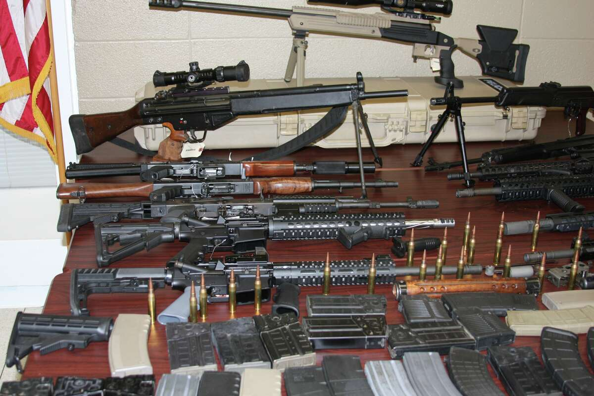 Two suspects are facing federal charges after Jim Wells County sheriff deputies found 14 high-powered rifles in their car during a traffic stop.