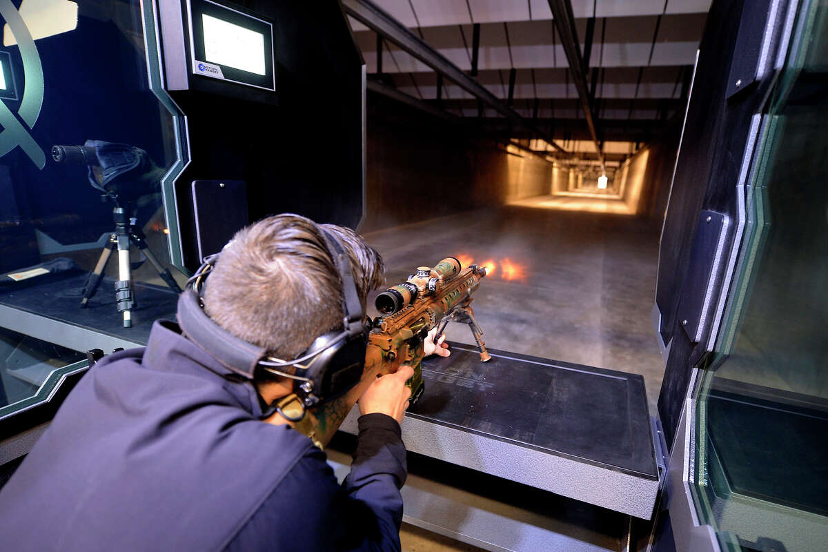 Isaac Uriasshoots a Mk12 Mod 0 SPR at the Ally Outdoors indoor range featuring five 100-yard lanes, Dec. 9, 2017.