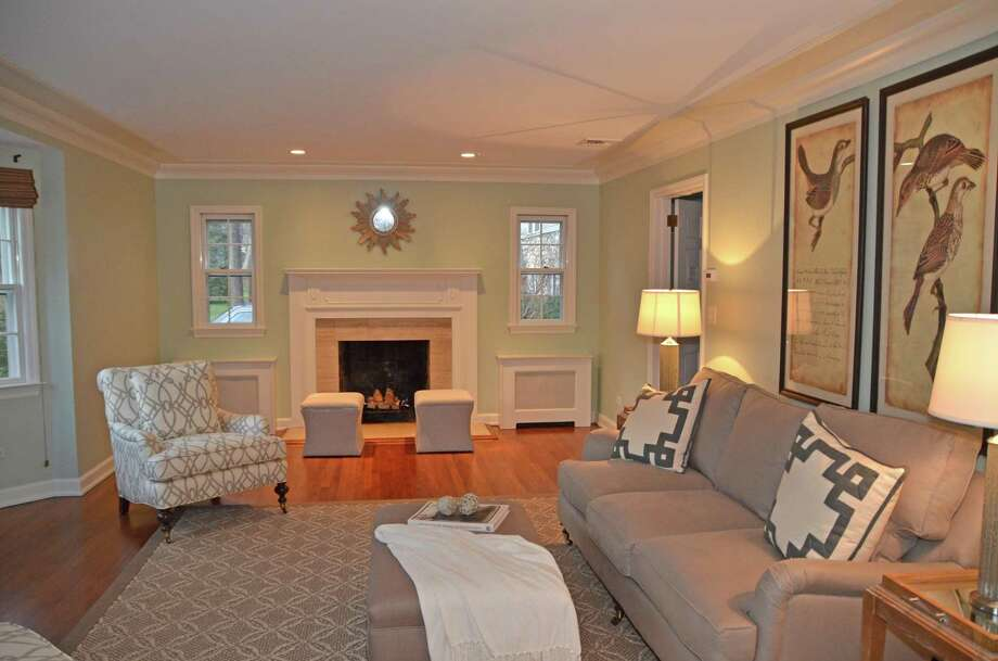 A cozier living room after Lisa Hynes and Liza Brasini of Stage to Show, a home staging company, reworked the room. Photo: Jeanna Petersen Shepard / Jeanna Petersen Shepard / New Canaan News