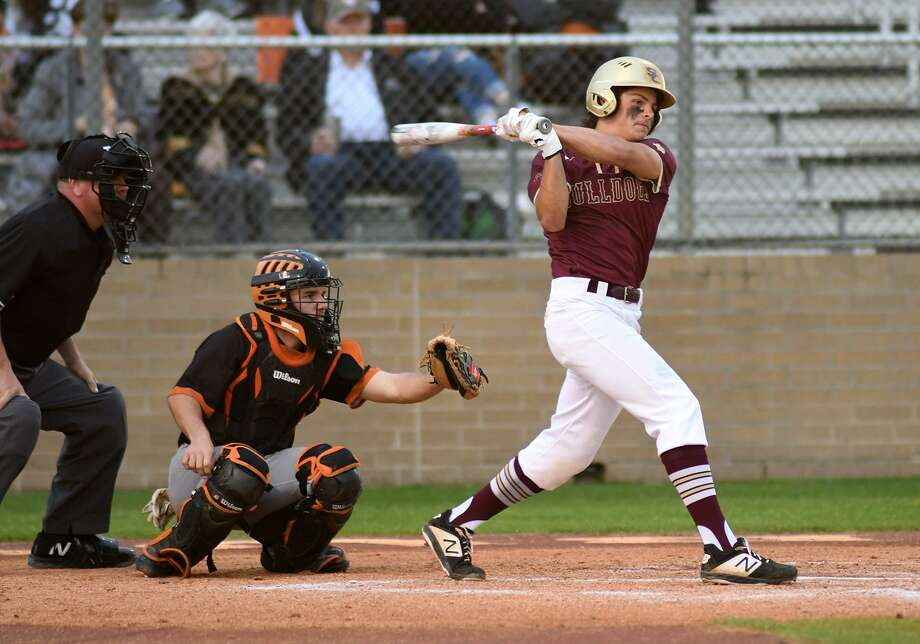Summer Creek senior outfielder Dylan Smith drives a ball against Dobie in the bottom of the 1st inning of their District 22-6A matchup at SCHS on March 14, 2019. Photo: Jerry Baker, Houston Chronicle / Contributor / Houston Chronicle