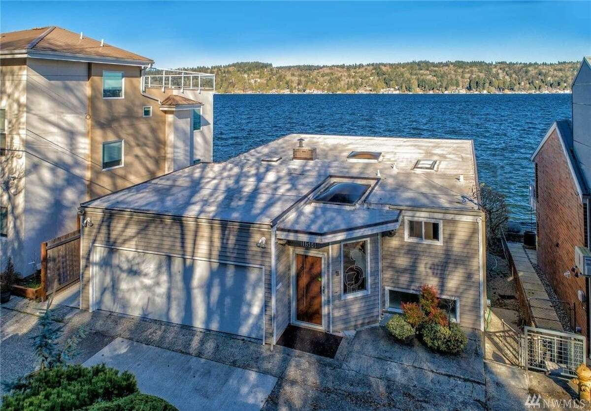 A 1,830-square-foot home for sale on Lake Washington includes its own connected dock and is a stunning mid-century example.