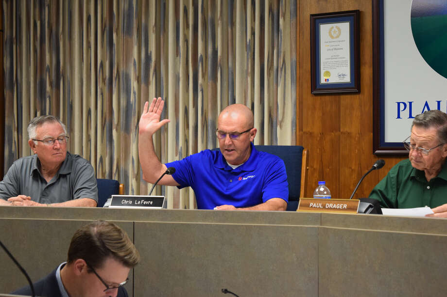 Chris LeFevre, with Xcel Energy, was sworn in as a new member of the Planning and Zoning Commission Thursday evening. Photo: Ellysa Harris/Plainview Herald