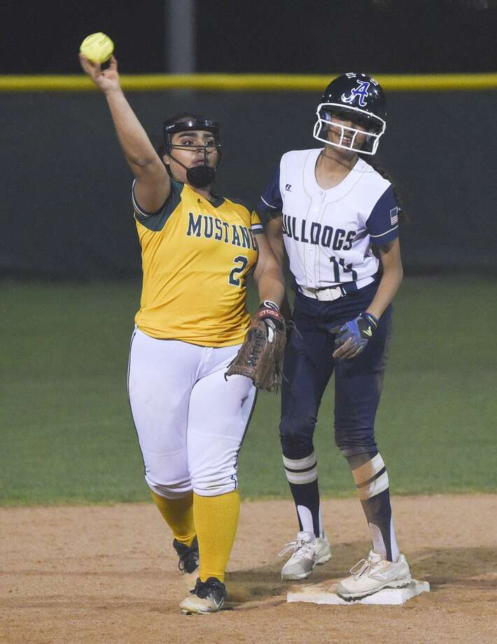 Alexander and Nixon meet at 7 p.m. Tuesday at Zachry Field. The Lady Bulldogs won 12-5 when they met in the first round. Photo: Danny Zaragoza / Laredo Morning Times
