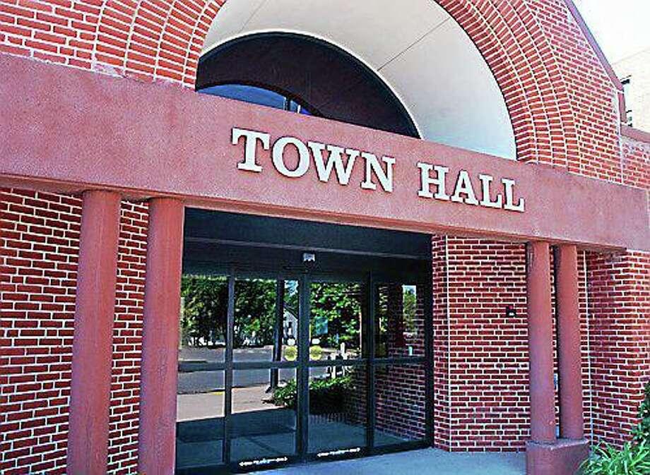 Cromwell Town Hall Photo: Viktoria Sundqvist / Hearst Connecticut Media File Photo