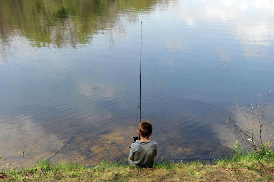 The Monroe Parks and Recreation Department is offering a family fishing class in October. The class includes a fishing trip to Great Hollow Lake in Monroe Photo: Autumn Driscoll / Autumn Driscoll / Connecticut Post