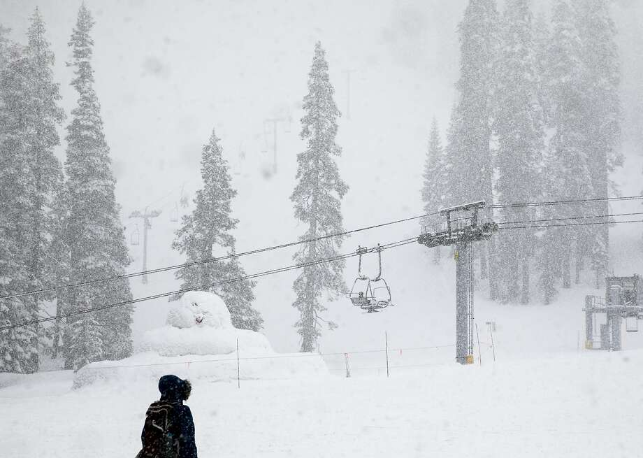 Moderate snow falls over the slopes at Sierra-at-Tahoe Resort in Twin Bridges, Calif. Tuesday, April 2, 2019. Photo: Jessica Christian / The Chronicle