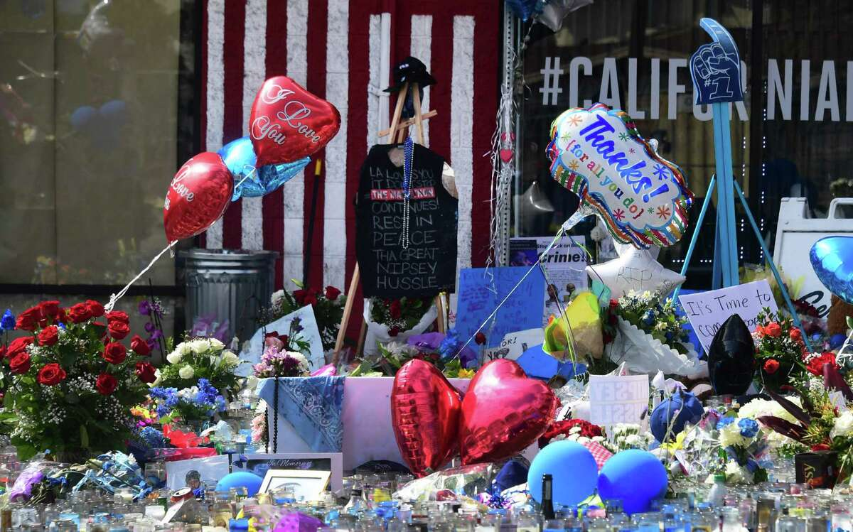 A makeshift memorial for Grammy-nominated rapper Nipsey Hussle sits in the parking lot in front of his Marathon Store in Los Angeles, California on April 2, 2019. - Grammy-nominated rapper Nipsey Hussle was shot dead in the US city of Los Angeles on March 31, 2019, sparking an outpouring of grief from fellow celebrities as the city's mayor blamed