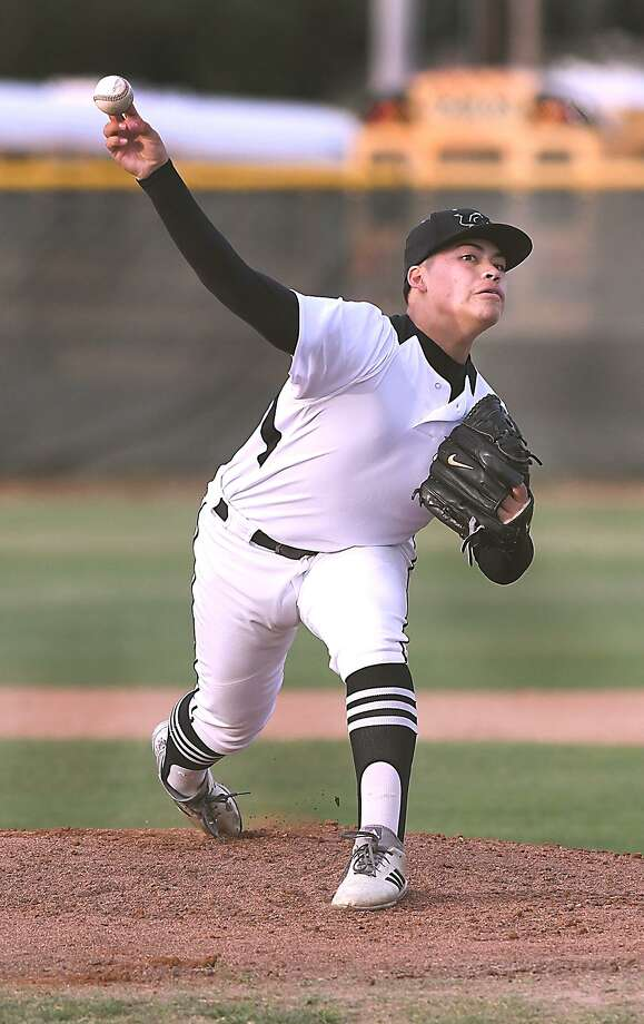 Pitcher Greg Campos allowed no runs on two hits as United South defeated Nixon to stay perfect in District 29-6A competition. Photo: Cuate Santos /Laredo Morning Times / Laredo Morning Times