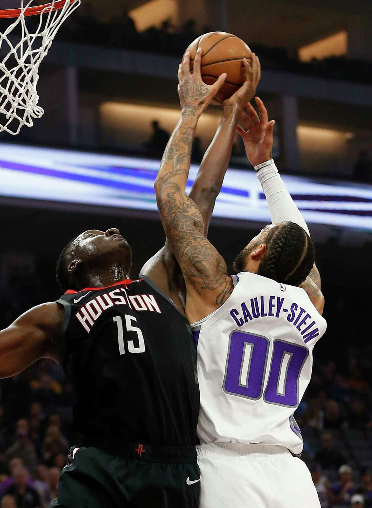 Houston Rockets center Clint Capela, left, and Sacramento Kings center Willie Cauley-Stein, right, battle for a rebound during the first quarter of an NBA basketball game, Tuesday, April 2, 2019, in Sacramento, Calif.(AP Photo/Rich Pedroncelli)